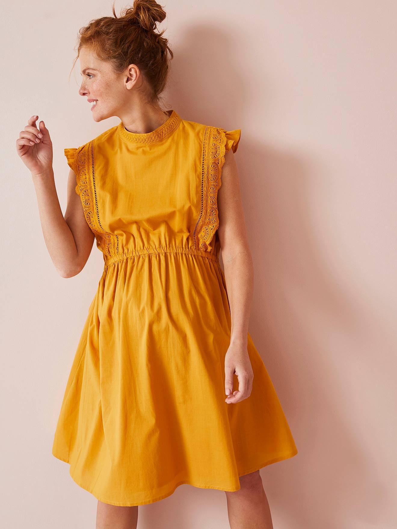 Vestido com gola subida e macramé, para grávida amarelo escuro liso com motivo