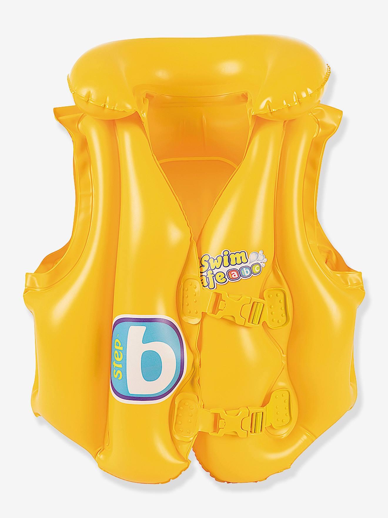 Par de chinelos de praia feminino, um balde de bebê amarelo